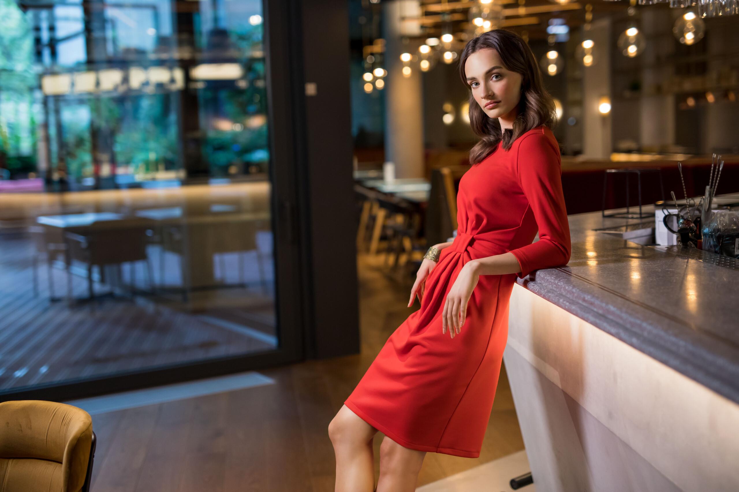 rajstopy do czerwonej sukienki - jakie wybrać